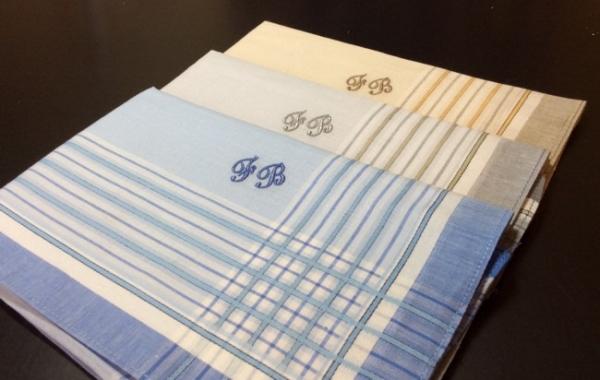 3120 dennis 3 herrentaschent cher dennis farbig mit ihren initialen. Black Bedroom Furniture Sets. Home Design Ideas